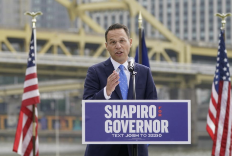 Shapiro giving a speech in Pittsburgh